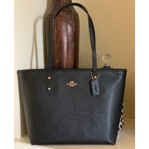 NWT🖤Crossgrain Leather City Zip Tote